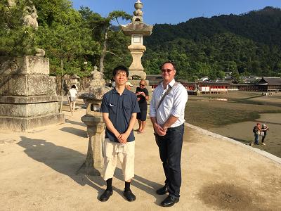 ニュージーランドから来た共同研究者Justin OSullivan博士と宮島で撮影 2015年6月