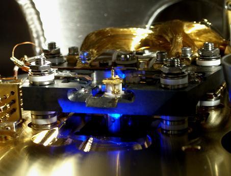 超真空走査型トンネル顕微鏡