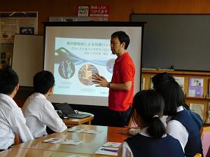 附属福山中学校の3年生が先端研訪問(2016年10月)