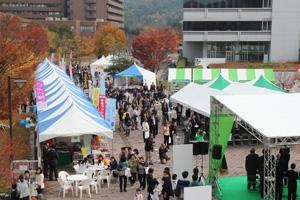 メイン会場周辺では、今年も連携市町の物産展が並びました
