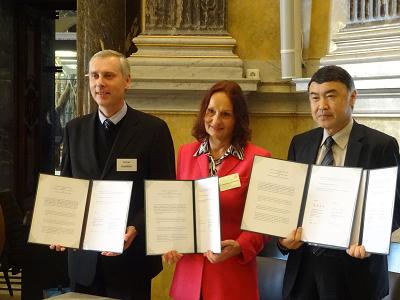 ドイツ,チェコのギムナジウムと国際交流協定