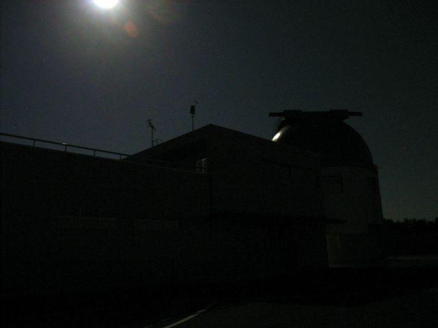 月で照らされたドーム施設2