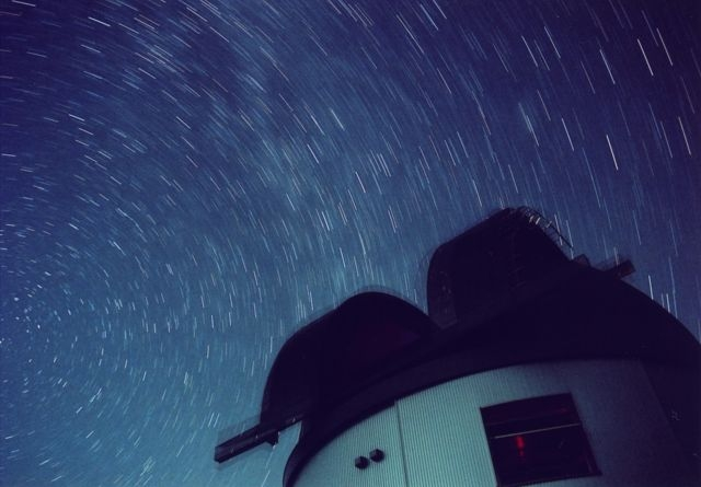 2007年8月 成川達也氏 撮影: ドームと北極星、天の川