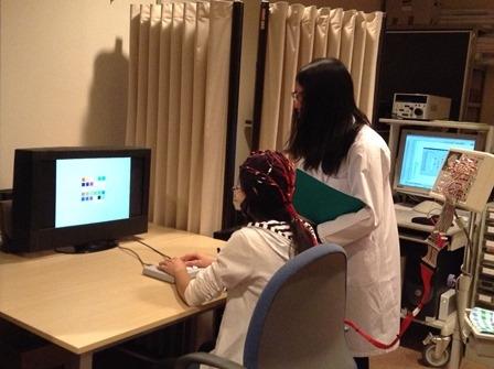 写真:宮谷先生の研究室での実験の様子