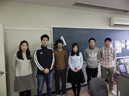 写真:山田さんと研究室のみなさん