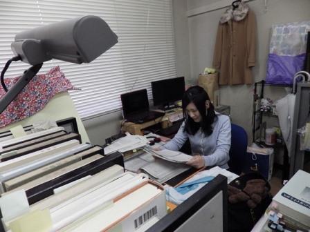 写真:研究をする山田さん