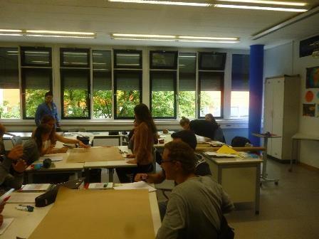 写真:現地での授業見学の様子
