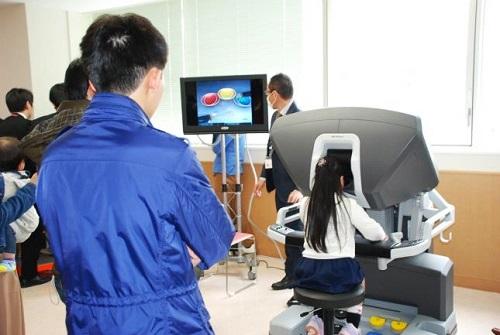 バーチャルロボット手術体験