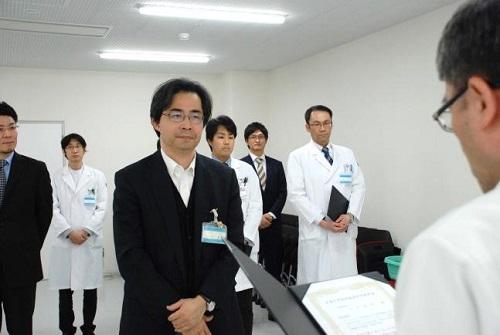 平川病院長から表彰状の授与