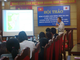前田照夫教授がベトナムのフンブオン大学を訪問しました