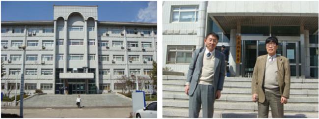 左:学部のメインビルディング 右:学部玄関前にて