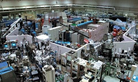 図2. 分子科学研究所極端紫外光研究施設のシンクロトロン光源 UVSOR-II(ユーブイソールツー)