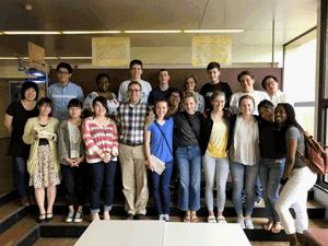 アメリカ合衆国シカゴ農業高校の生徒さんとともに集合写真