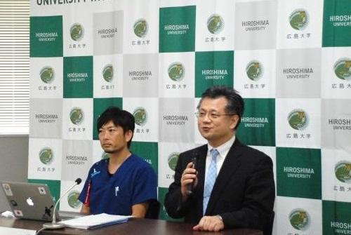 記者説明会 木村教授(右)坂光理学療法士