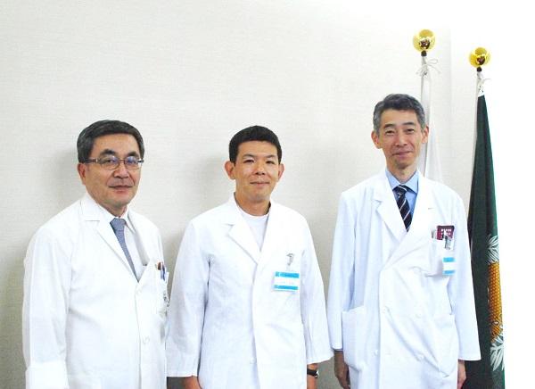 平川病院長、宍戸助教、丸山診療科長(左から)