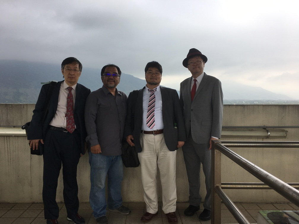 東華大学で潘先生と記念撮影