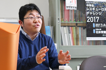 Associate Professor Kawada talking about the good points about teaching practice at Hiroshima University
