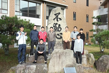 Associate Professor Kawada with students from his laboratory
