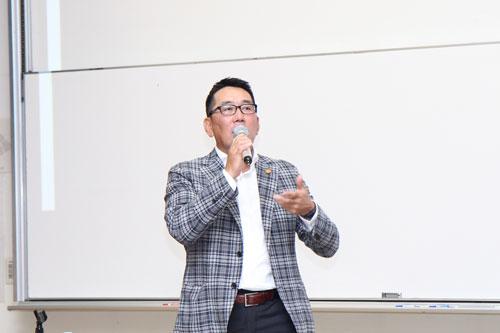 野村謙二郎氏が講演しました